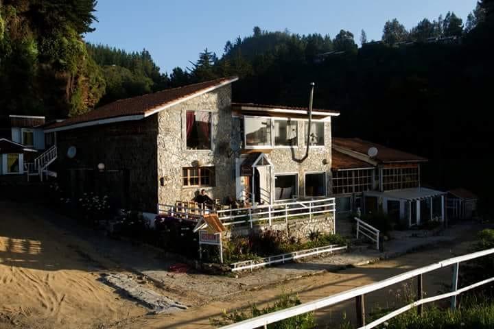 Hotel de piedra entre Pelluhue y Curanipe